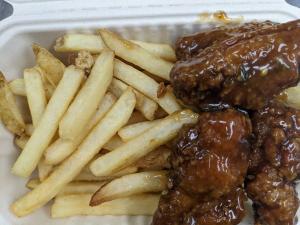 Chicken Wings & Fries (4 pack)